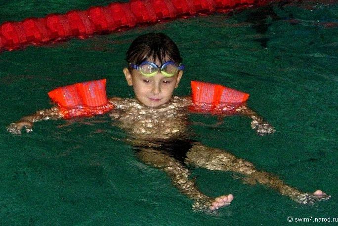 Обучение Плаванию ребёнка в нарукавниках